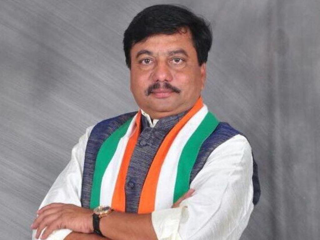 akshar patel video viral went asking for vote
